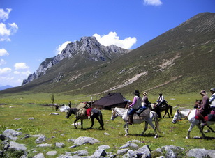 Tibetan Horseback Riding in Kham,West Sichuan