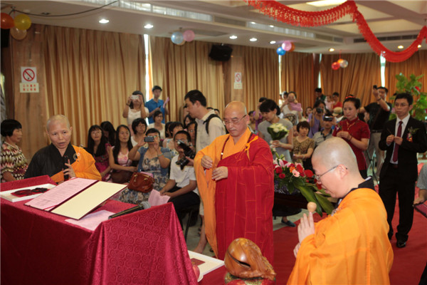 A Buddhism wedding held in Xiamen city, Fujian province on July 6, 2013.