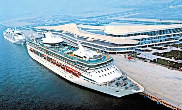 The Tianjin International Cruise Home Port in Dongjiang is a new tourist hot spot.