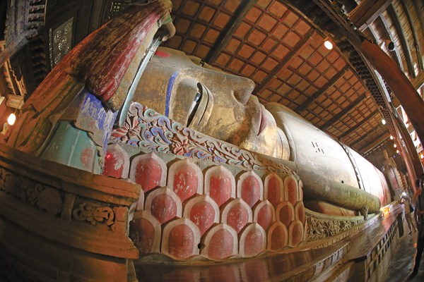The Giant Buddha Temple in Zhangye city, about 600 kilometers west of Gansu's provincial capital Lanzhou, is named after a statue worshipped inside. As many as eight people can stand on the ear of the 34.5-meter-long reclining Buddha. [Photo by Chen Xi/For China Daily]