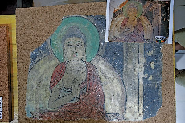 Experts have collected some murals at Tiantishan Grottoes for restoration. [Photo by Chen Xi/For China Daily]