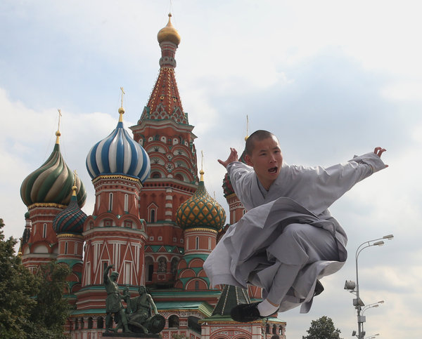 Shaolin kung fu performance hits Red Square