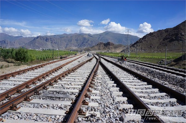 A high-elevation railway in southwest China��s Tibet Autonomous Region goes into operation today.